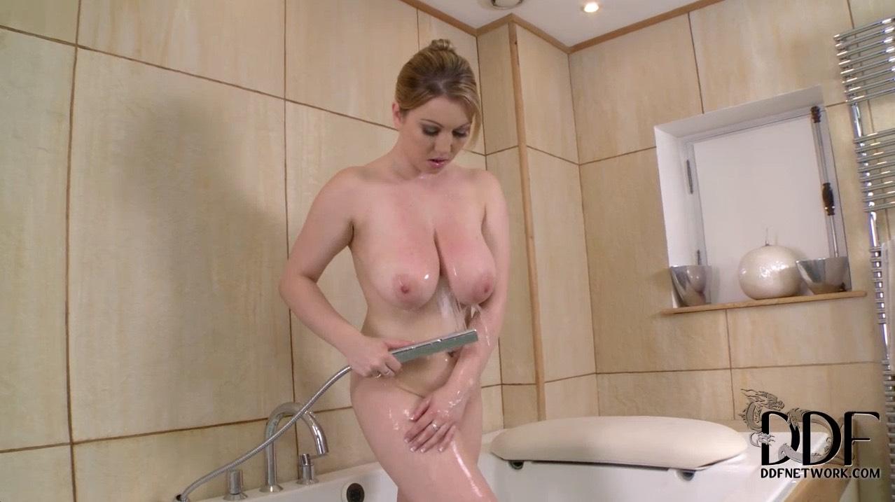 Busty Lyla Ashby